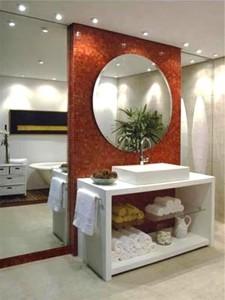 São existentes diversos tipos de espelhos, tamanhos, modelos e qualidades.
