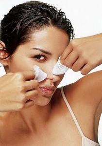Como espremer cravos no nariz