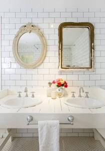 É importante ressaltar vários aspectos para criar combinações, como neste exemplo com a decoração e espelhos rústicos.