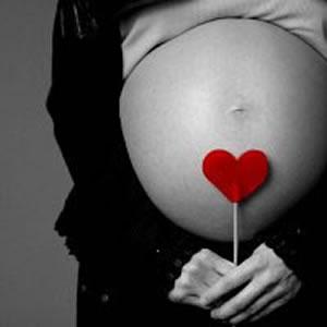Os cuidados variam de uma gravidez para a outra, pois muitas gravidas conseguem fazer praticamente tudo normalmente, e já outras tem muitas complicações que impedem que faça esforços ou movimentos bruscos.