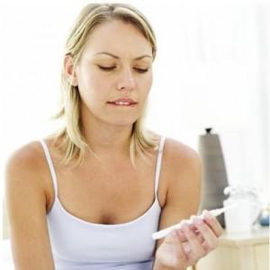 O muco branco pode auxiliar na passagem do espermatozoide até o ovulo.