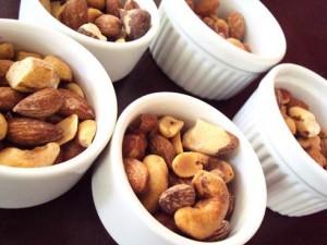 Comer castanhas todo dia faz bem à saúde.