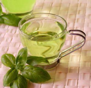 Chá de ervas verdes.