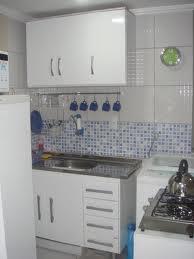 Cozinha com lavanderia.