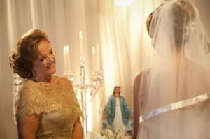 Essa celebração é tradicionalmente ou simbolicamente proporcionada pelos país dos noivos.